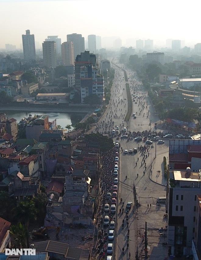 Cảnh giao thông đối lập ở đường Trường Chinh sau 3 năm - 12