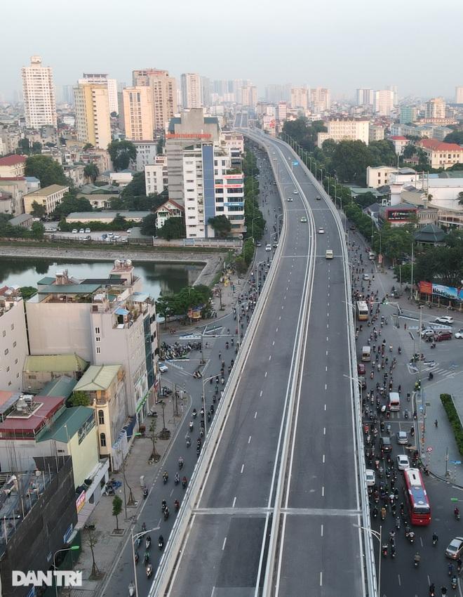 Cảnh giao thông đối lập ở đường Trường Chinh sau 3 năm - 11