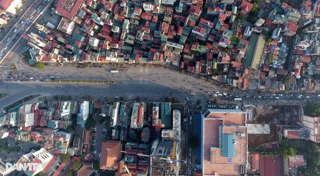 Cảnh giao thông đối lập ở đường Trường Chinh sau 3 năm - 6