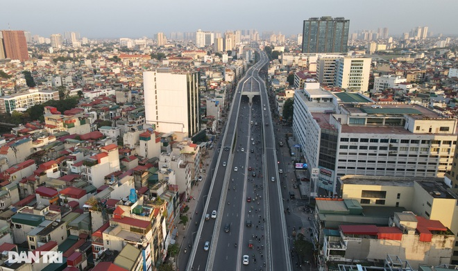 Cảnh giao thông đối lập ở đường Trường Chinh sau 3 năm - 3
