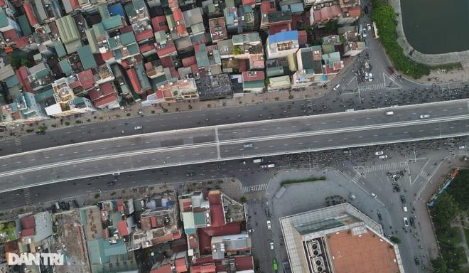 Cảnh giao thông đối lập ở đường Trường Chinh sau 3 năm - 9