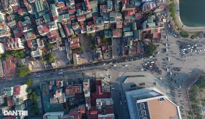 Cảnh giao thông đối lập ở đường Trường Chinh sau 3 năm - 10