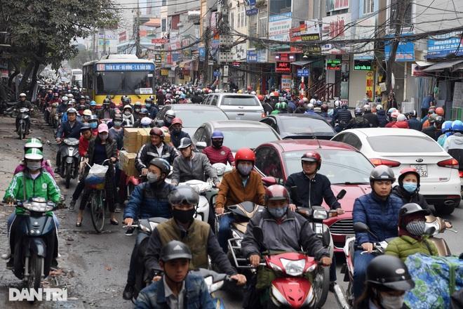 Cảnh giao thông đối lập ở đường Trường Chinh sau 3 năm - 18