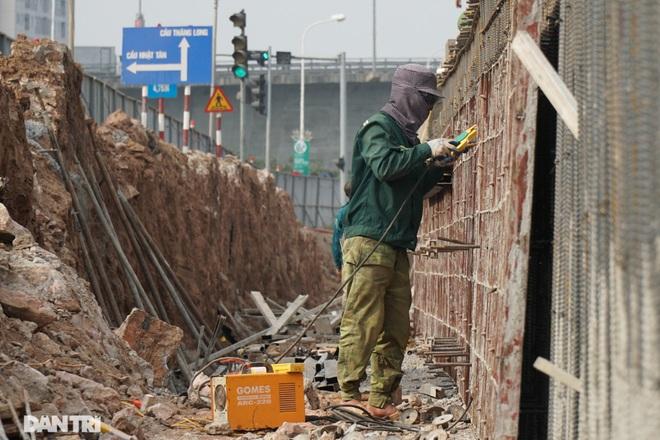 Thay bờ đê đất bằng tường chắn, đường Âu Cơ được mở rộng từ 2 lên 4 làn xe - 6