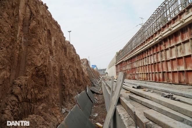 Thay bờ đê đất bằng tường chắn, đường Âu Cơ được mở rộng từ 2 lên 4 làn xe - 8