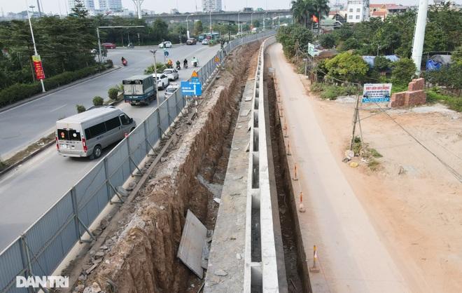 Thay bờ đê đất bằng tường chắn, đường Âu Cơ được mở rộng từ 2 lên 4 làn xe - 9
