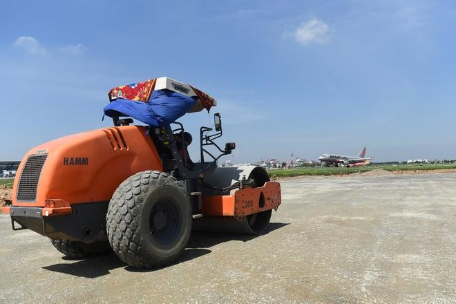 Hoàn tất giải cứu đường băng Nội Bài, đón chuyến bay đầu tiên của năm mới - 12