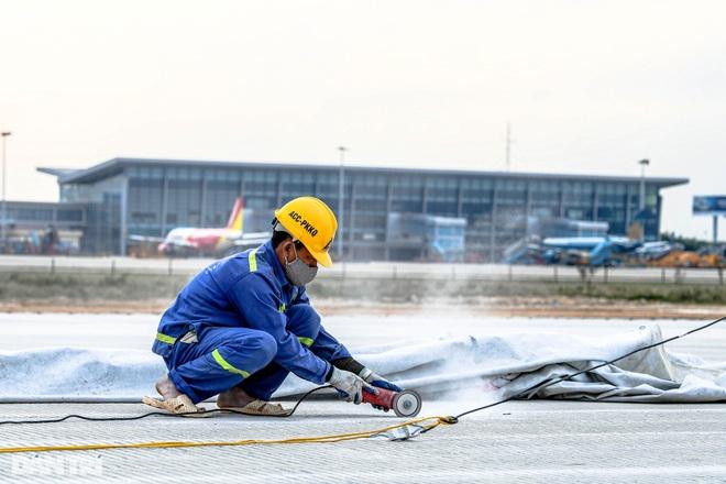 Hoàn tất giải cứu đường băng Nội Bài, đón chuyến bay đầu tiên của năm mới - 19