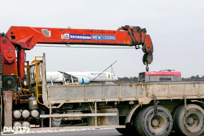 Hoàn tất giải cứu đường băng Nội Bài, đón chuyến bay đầu tiên của năm mới - 11