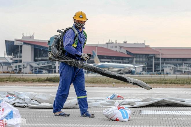 Hoàn tất giải cứu đường băng Nội Bài, đón chuyến bay đầu tiên của năm mới - 6