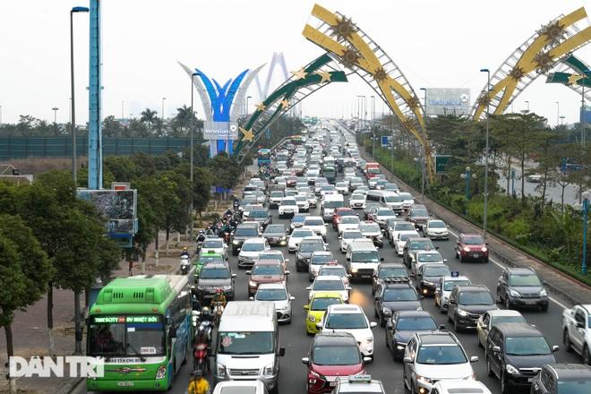 Hàng nghìn ôtô chôn chân tại cầu Nhật Tân ngày cuối kỳ nghỉ lễ - 7