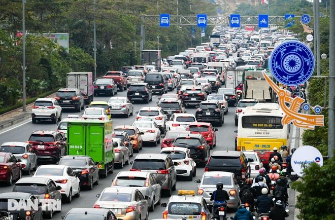 Hàng nghìn ôtô chôn chân tại cầu Nhật Tân ngày cuối kỳ nghỉ lễ - 6