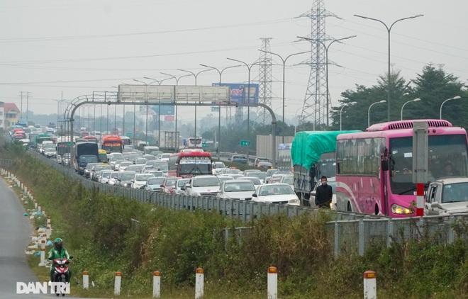 Ngày cuối nghỉ lễ, ùn tắc cục bộ hơn 5km trên cao tốc Pháp Vân - Cầu Giẽ - 7