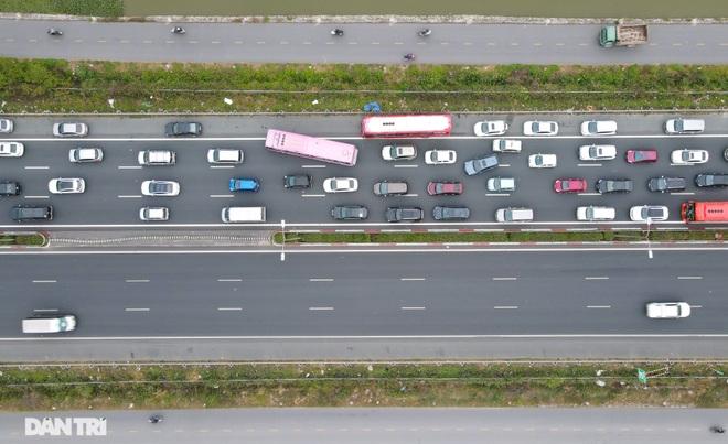 Ngày cuối nghỉ lễ, ùn tắc cục bộ hơn 5km trên cao tốc Pháp Vân - Cầu Giẽ - 4