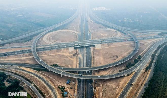 Toàn cảnh nút giao cao tốc hơn 400 tỷ ở Hà Nội trước ngày thông xe - 3