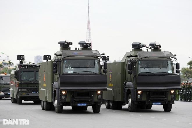 Dàn khí tài đặc chủng tham gia diễn tập bảo vệ Đại hội Đảng toàn quốc - 14