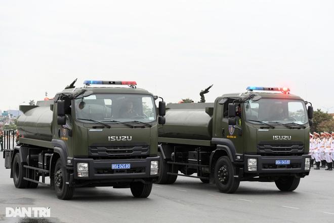 Dàn khí tài đặc chủng tham gia diễn tập bảo vệ Đại hội Đảng toàn quốc - 13