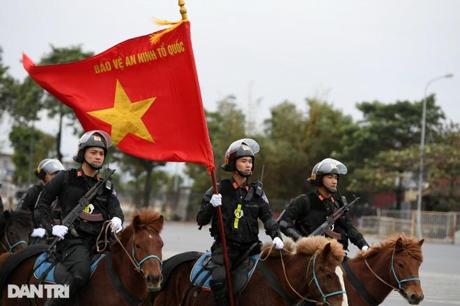 Dàn khí tài đặc chủng tham gia diễn tập bảo vệ Đại hội Đảng toàn quốc - 3