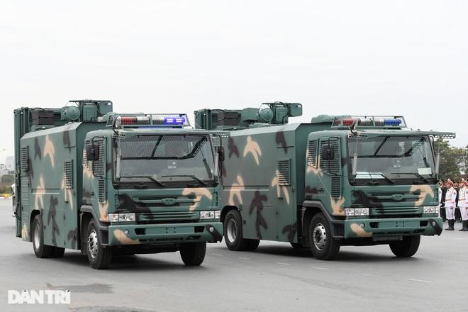 Dàn khí tài đặc chủng tham gia diễn tập bảo vệ Đại hội Đảng toàn quốc - 19