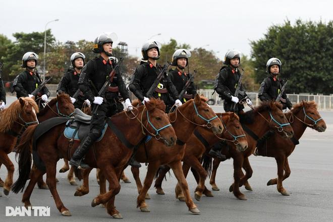 Dàn khí tài đặc chủng tham gia diễn tập bảo vệ Đại hội Đảng toàn quốc - 4