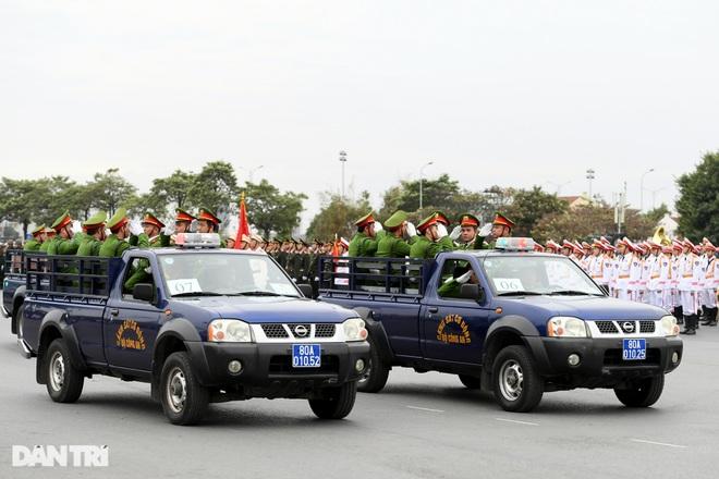 Dàn khí tài đặc chủng tham gia diễn tập bảo vệ Đại hội Đảng toàn quốc - 21