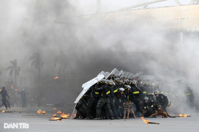 Diễn tập phòng chống khủng bố, bảo vệ nguyên thủ trước thềm Đại hội Đảng - 23