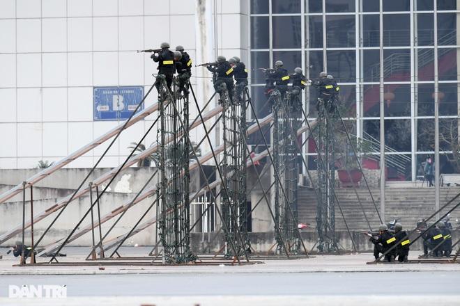 Diễn tập phòng chống khủng bố, bảo vệ nguyên thủ trước thềm Đại hội Đảng - 18