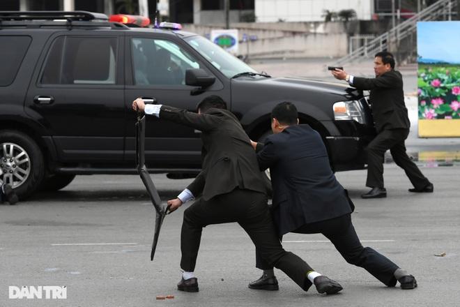 Diễn tập phòng chống khủng bố, bảo vệ nguyên thủ trước thềm Đại hội Đảng - 10
