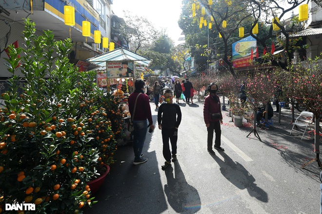 The sunshine came back and filled the streets of Hanoi on the 29th of Tet - 3
