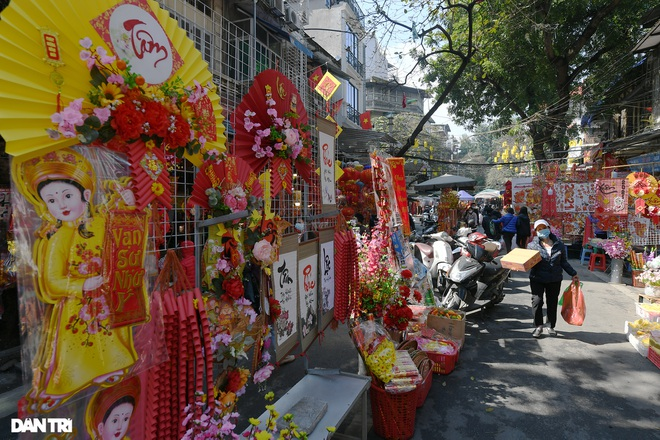 The sunshine came back and filled the streets of Hanoi on the 29th of Tet - November 11