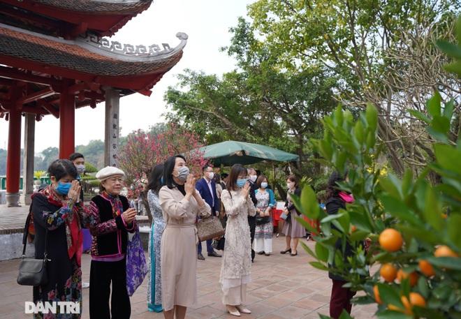Người dân Hà Nội nô nức đi lễ đầu xuân Tân Sửu - 11