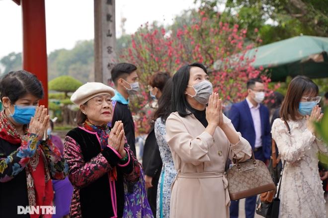 Người dân Hà Nội nô nức đi lễ đầu xuân Tân Sửu - 8