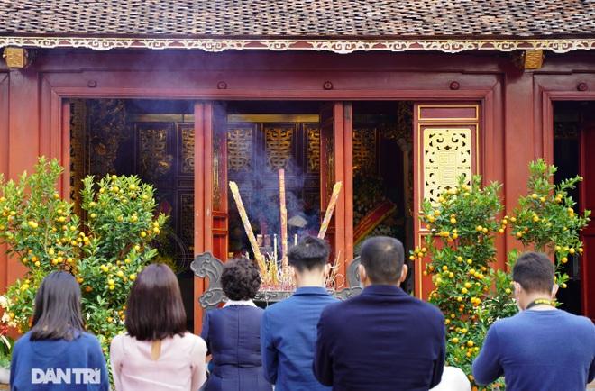 Người dân Hà Nội nô nức đi lễ đầu xuân Tân Sửu - 13
