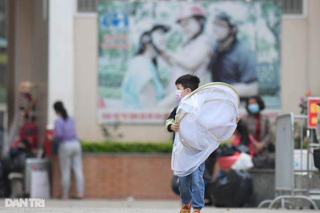 Toàn bộ người cách ly tại Tiểu học Xuân Phương được trở về nhà ăn Tết - 10