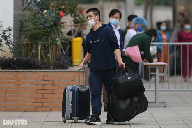 Toàn bộ người cách ly tại Tiểu học Xuân Phương được trở về nhà ăn Tết - 11