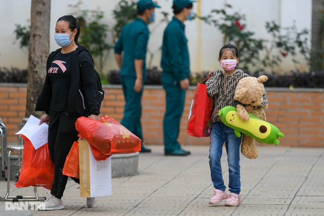 Toàn bộ người cách ly tại Tiểu học Xuân Phương được trở về nhà ăn Tết - 8