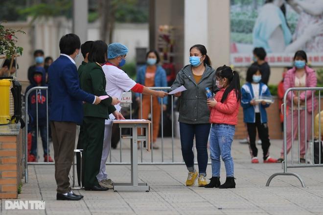 Toàn bộ người cách ly tại Tiểu học Xuân Phương được trở về nhà ăn Tết - 5