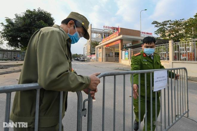 Toàn bộ người cách ly tại Tiểu học Xuân Phương được trở về nhà ăn Tết - 21