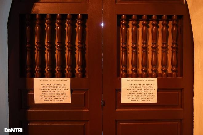 Công an Hà Nội kiểm tra xuyên đêm, yêu cầu hàng quán đóng cửa trước 0h  - 9