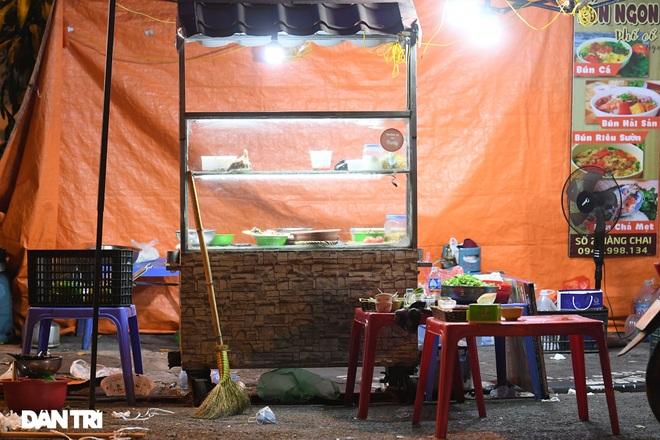 Công an Hà Nội kiểm tra xuyên đêm, yêu cầu hàng quán đóng cửa trước 0h  - 6