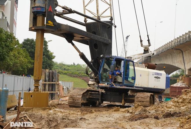 Công trường xây dựng cầu Vĩnh Tuy 2 vượt sông Hồng hơn 2.500 tỷ ở Hà Nội - 14