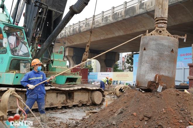 Công trường xây dựng cầu Vĩnh Tuy 2 vượt sông Hồng hơn 2.500 tỷ ở Hà Nội - 9