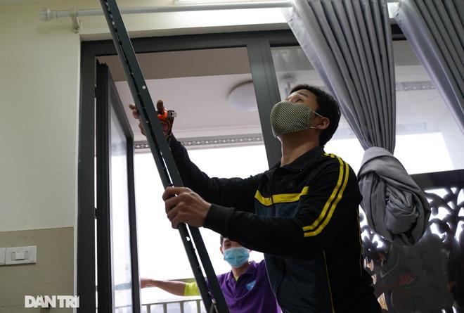 Lưới an toàn ban công được lắp đặt như thế nào tại các chung cư ở Hà Nội - 5