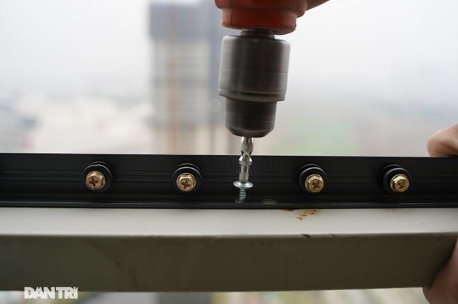 Lưới an toàn ban công được lắp đặt như thế nào tại các chung cư ở Hà Nội - 11
