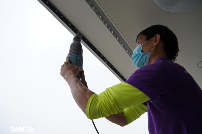 Lưới an toàn ban công được lắp đặt như thế nào tại các chung cư ở Hà Nội - 9