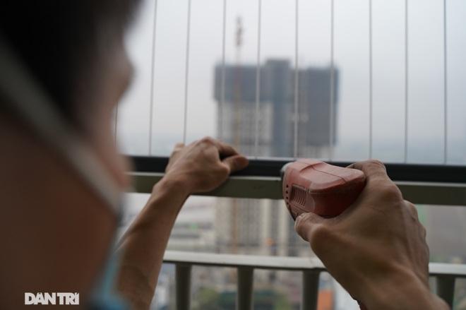 Lưới an toàn ban công được lắp đặt như thế nào tại các chung cư ở Hà Nội - 10