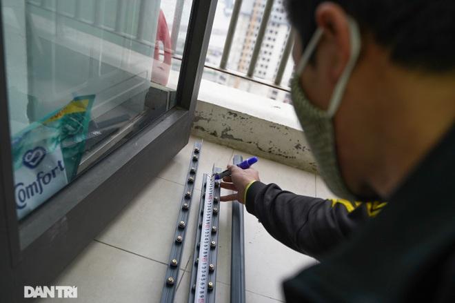 Lưới an toàn ban công được lắp đặt như thế nào tại các chung cư ở Hà Nội - 3