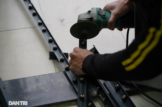 Lưới an toàn ban công được lắp đặt như thế nào tại các chung cư ở Hà Nội - 4