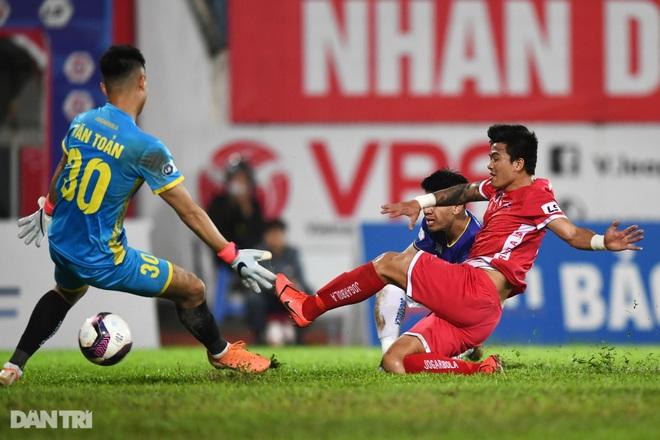 Người hùng Tấn Trường giúp CLB Hà Nội có 3 điểm đầu tiên ở V-League - 18