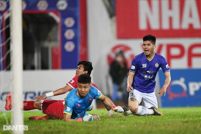 Người hùng Tấn Trường giúp CLB Hà Nội có 3 điểm đầu tiên ở V-League - 19